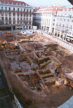 17 – Archaeological excavation in Praça Luís de Camões, in 1999 (remains of the Palace of the Marquises of Marialva)